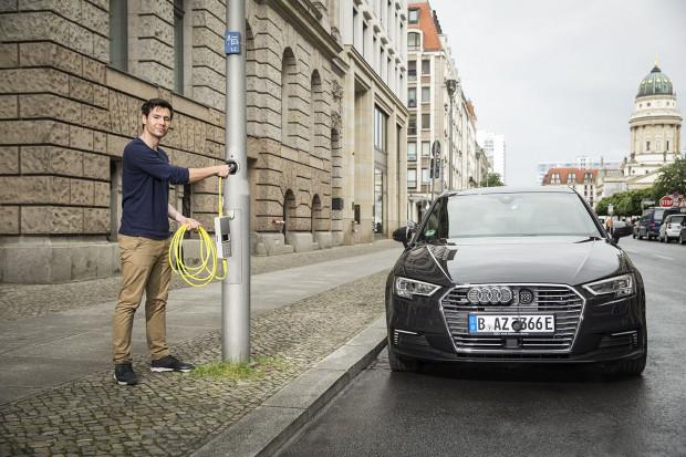 Uliczne lampy szansą. Gdziekolwiek zaparkujesz, tam naładujesz samochód. Co przeszkadza