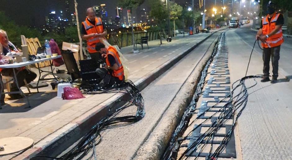 Budują drogę, która ładuje elektryczne autobusy