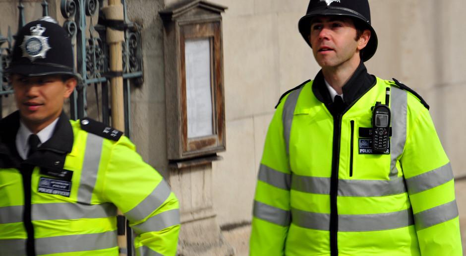 W. Brytania: Policja ma bardziej zdecydowanie egzekwować restrykcje epidemiczne