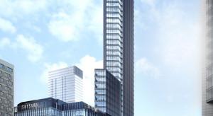 Pierwszy budynek kompleksu SkySawa z wiechą