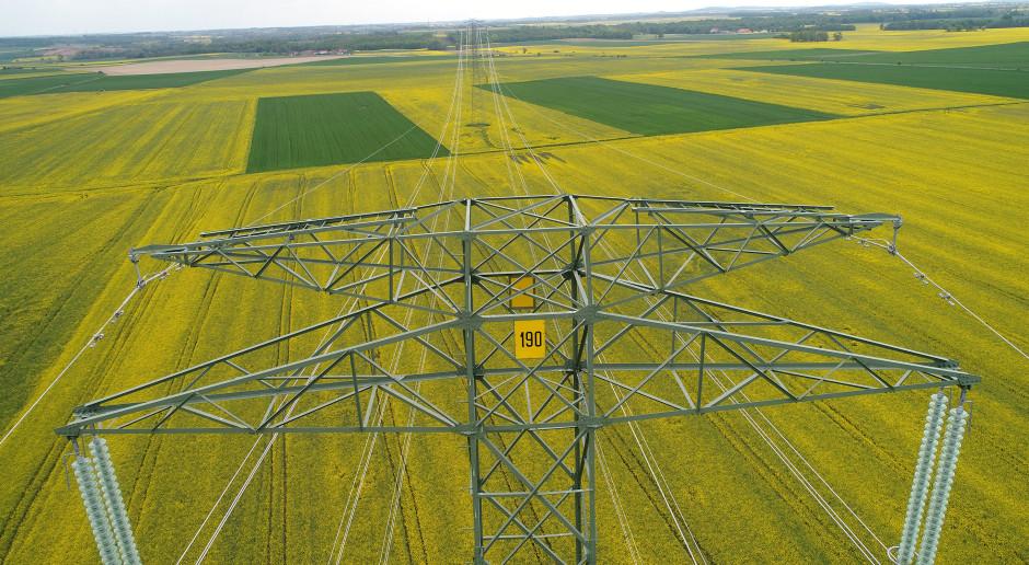 Ważna dla systemu linia 400 kV Mikułowa-Czarna gotowa do rozruchu próbnego
