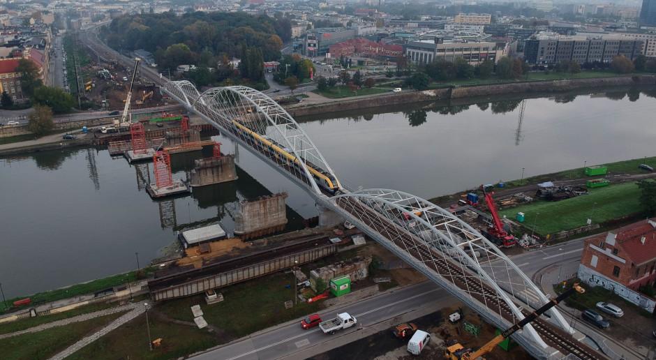 Stary most kolejowy na Wiśle rozebrany