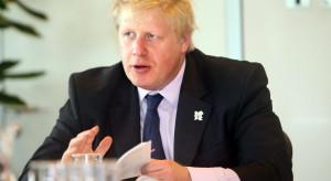 Johnson sugeruje tylko częściowy powrót podróży zagranicznych od 17 maja