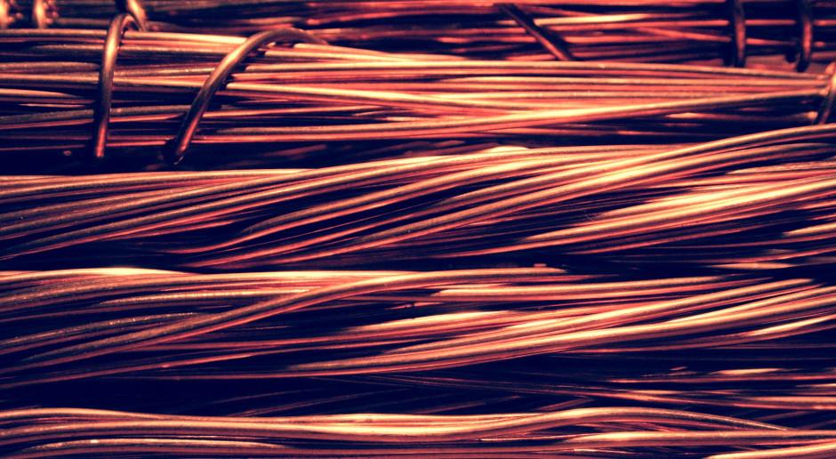 Miedź na LME zyskuje wraz z innymi metalami bazowymi