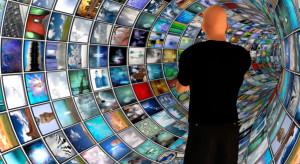 Szef FCC popiera uregulowanie odpowiedzialności platform internetowych za treści