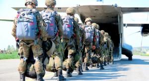 Nowe spadochrony dla jednostek aeromobilnych. Czy takie wojska są nam potrzebne?