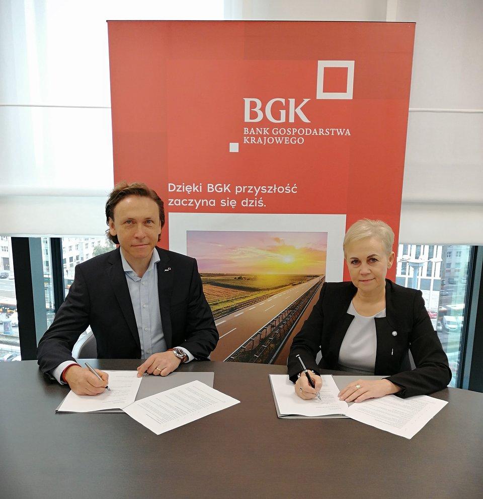 Prezes zarządu BGK Beata Daszyńska-Muzyczka i pierwszy wiceprezes zarządu BGK Paweł Nierada.