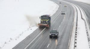 """Na """"akcję zima"""" czeka 2,5 tys. pługów i 291 magazynów soli"""