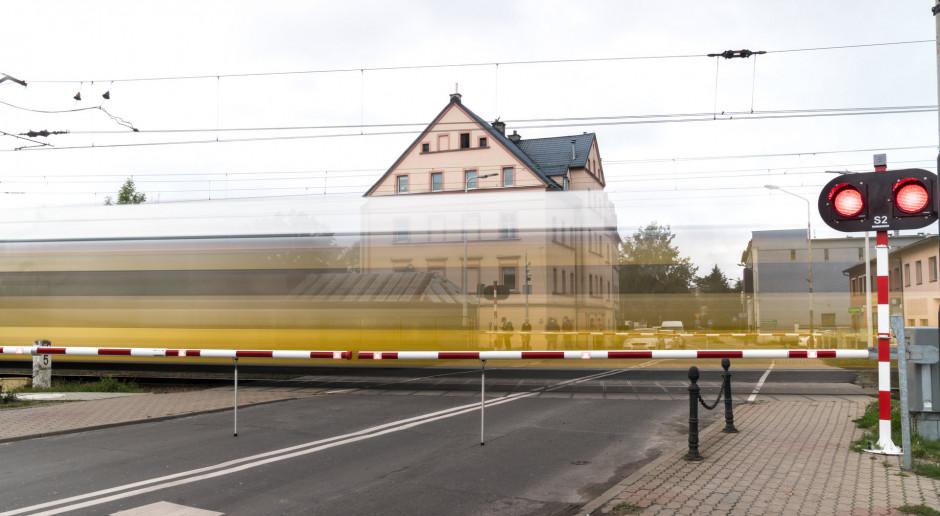 PKP PLK zmodernizowały 21 przejazdów kolejowo-drogowych