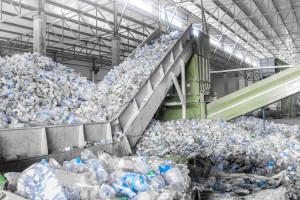 Spółka Orlenu testuje chemiczny recykling odpadów z tworzyw sztucznych