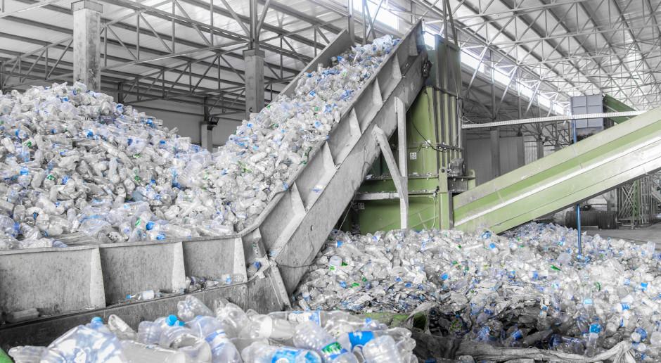 Butelki PET nie są źródłem mikroplastiku