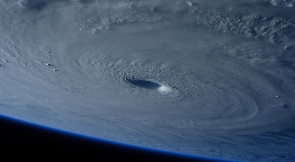 Filipiny: Najsilniejszy w tym roku tajfun uderzył w wybrzeże zabijając co najmniej 10 osób