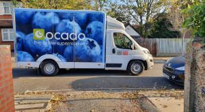 Największy na świecie sklep spożywczy online podnosi prognozę zysków