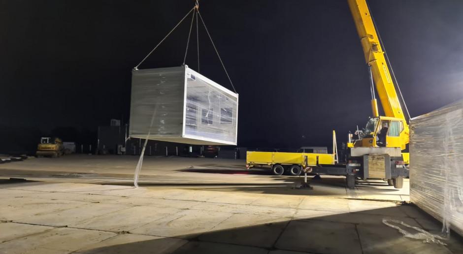 Orlen sprowadza kontenery do budowy szpitala tymczasowego