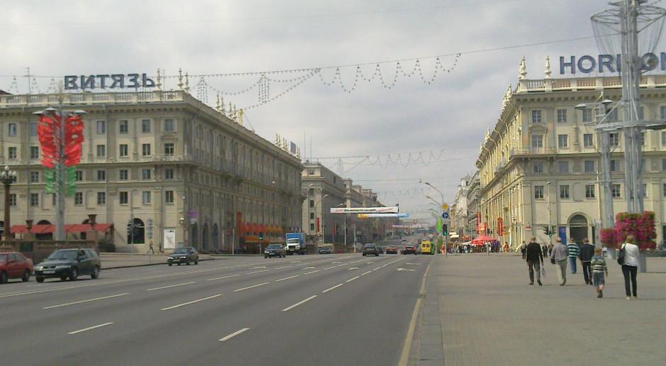 Białoruś: Zatrzymania na Placu Przemian, ludzie nie mieszczą się w więźniarkach