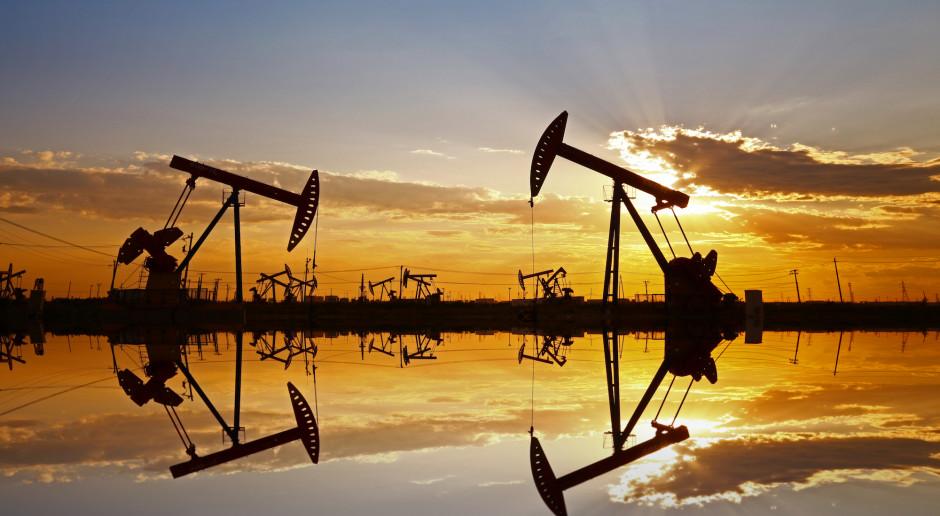 Ceny ropy spadły z najwyższego od miesięcy poziomu