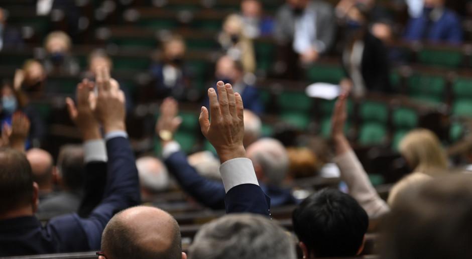 Sejm uchwalił tzw. tarczę branżową. Wsparcie nie dla wszystkich firm
