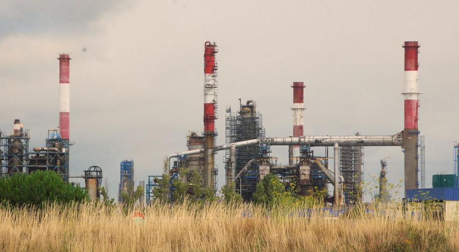 Przez koronawirusowy kryzys Total zatrzymuje rafinerię