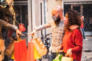 Szturm na sklepy odzieżowe i obuwnicze w pierwszym dniu otwarcia galerii handlowych