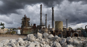 Czarne chmury nad rafineriami. Kto inwestuje, a kto zamyka?