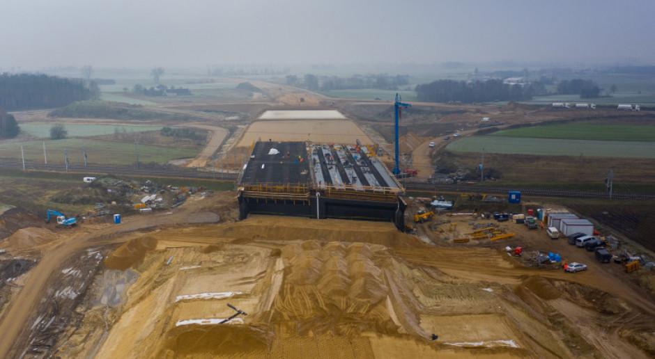 Budowa 70-kilometrowego odcinka S7 zaawansowana od 35 do 52 proc.