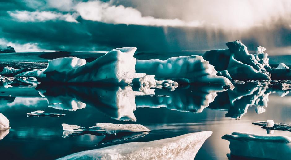 Pierwsze elementy Polskiej Stacji Antarktycznej - w drodze na miejsce inwestycji