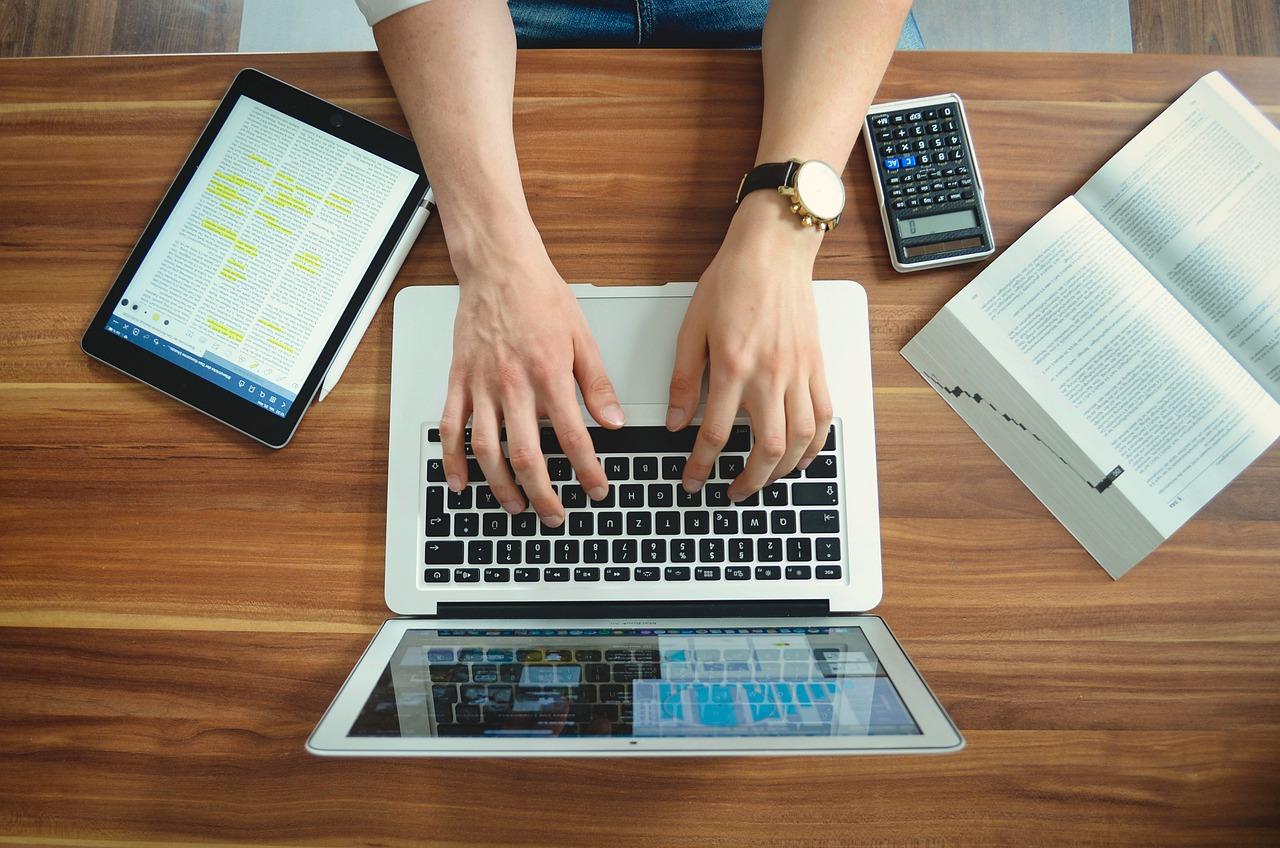 Praca zdalna przyspieszyła procesy cyfryzacyjne w biznesie (fot. pixabay)