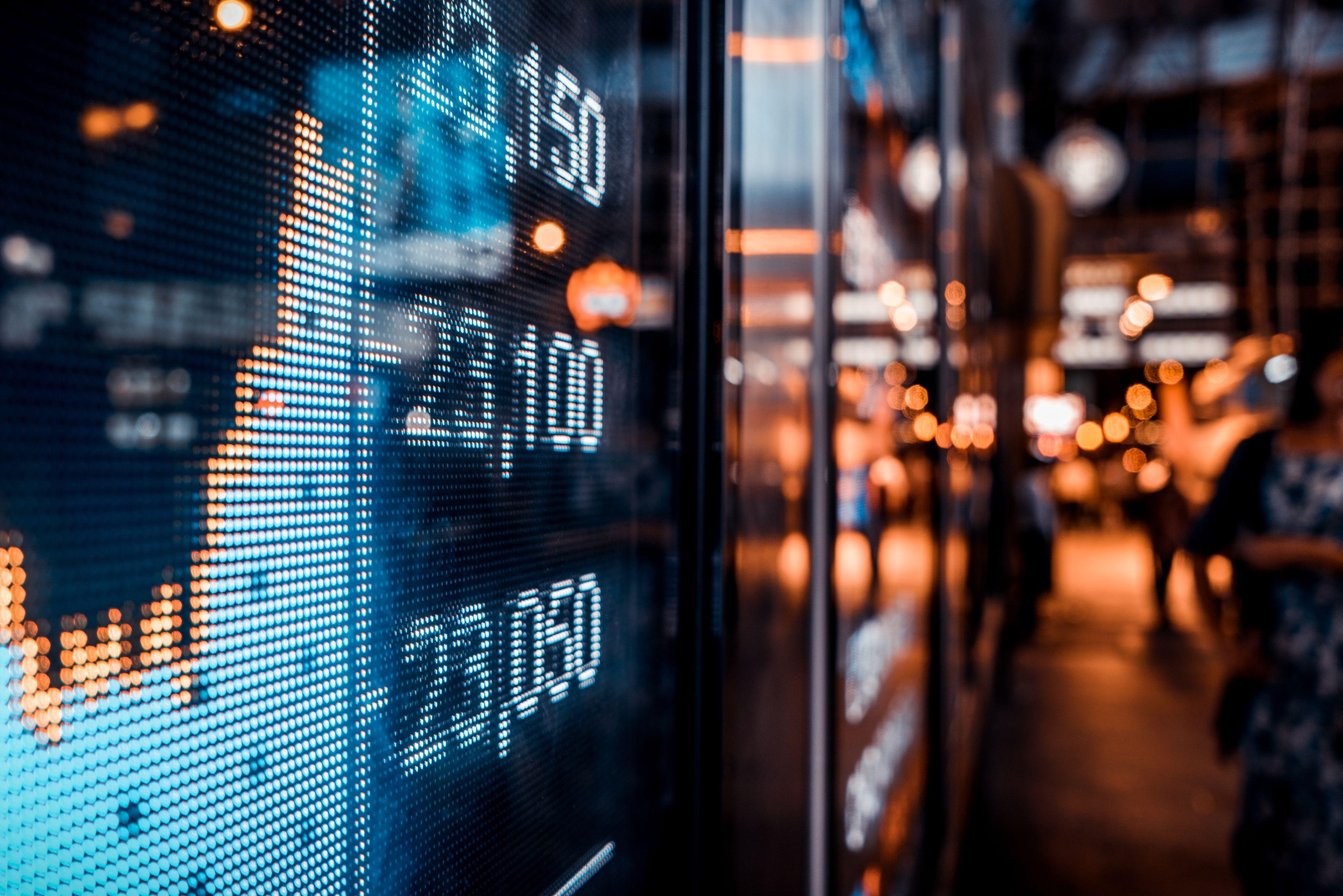 Rządy i banki centralne zadbają, by ceny akcji nie spadły, a koszty długu nie rosły – dodaje szef Excelsior Capital Piotr Dubno (fot. Shutterstock)