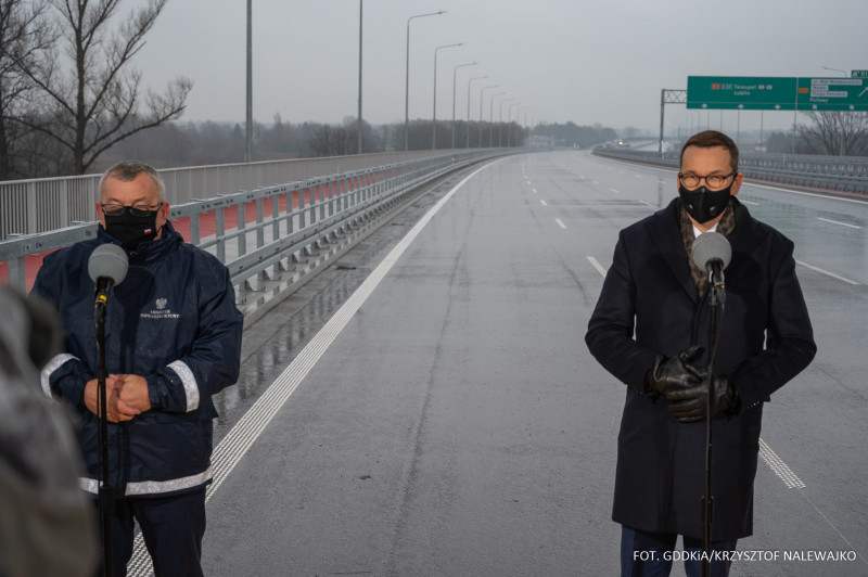 Od lewej: minister infrastruktury Andrzej Adamczyk oraz premier Mateusz Morawiecki. Fot. GDDKiA