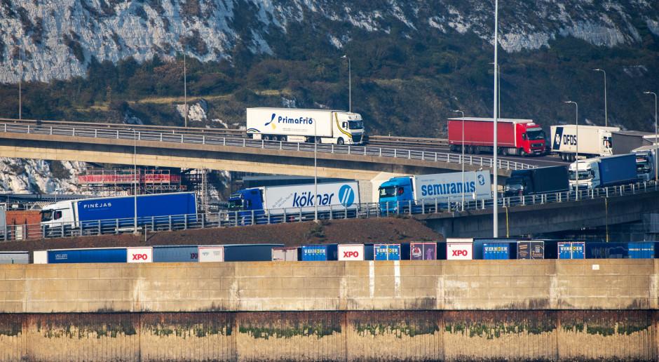 Hiszpańscy kierowcy tirów zablokowanych w W. Brytanii wdzięczni Polakom za pomoc