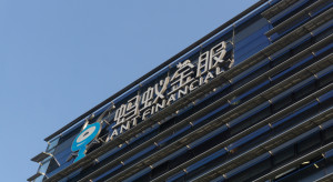 Pekin przykręca śrubę Alibabie