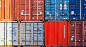 Rosną przewozy kontenerowe drogą morską, zyskują Chiny