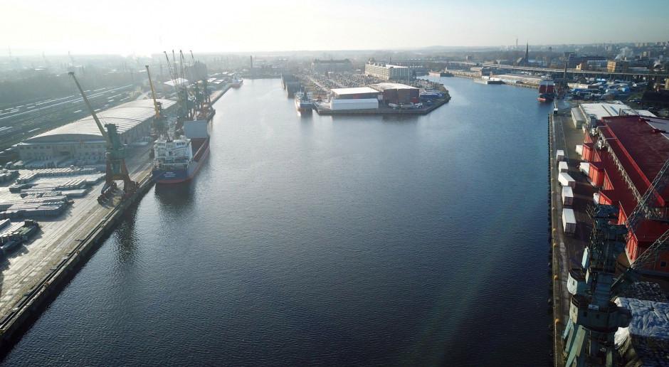 Porty Szczecin i Świnoujście przeładowały w 2020 r. mniej towarów niż w 2019 r.