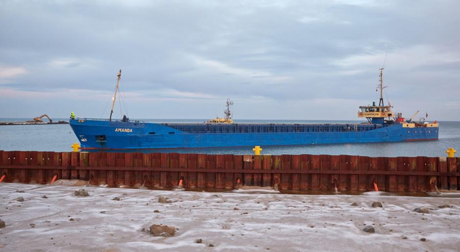 Pierwszy statek z dostawą kamienia hydrotechniczego na budowie przekopu Mierzei Wiślanej