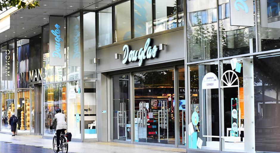 Douglas zamknie pół tysiąca perfumerii