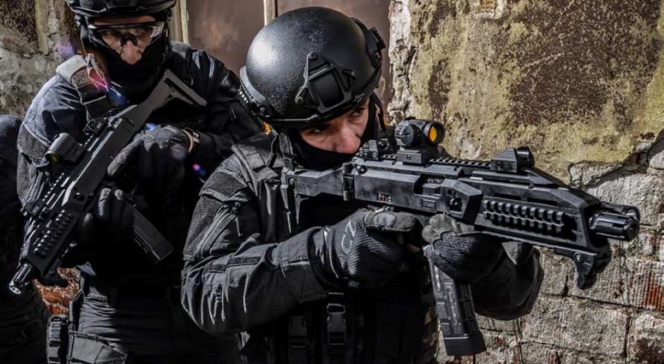 Policja Hongkongu chce kupić broń z Czech