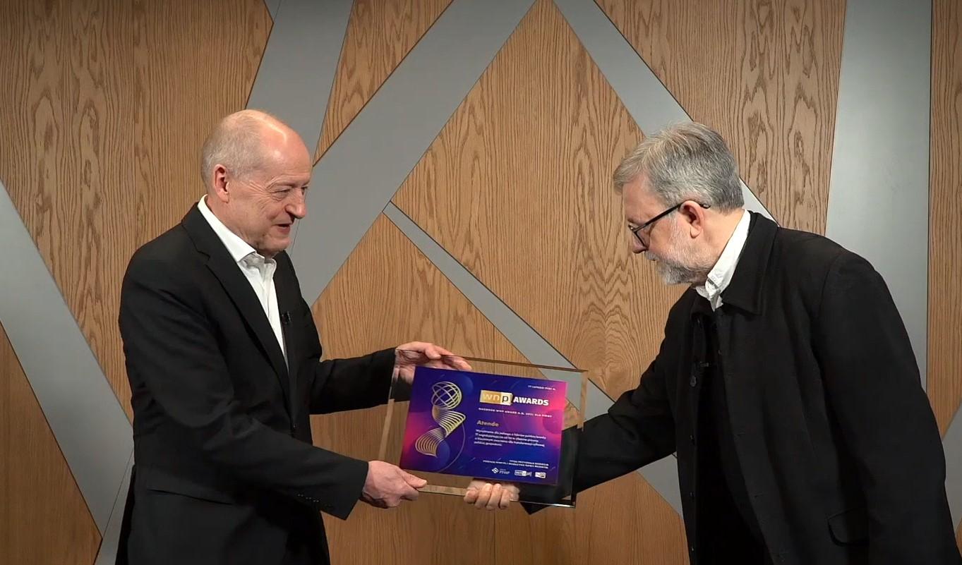 Założycielowi Grupy i prezesowi jej zarządu Romanowi Szwedowi, nagrodę wręczył redaktor naczelny Nowego Przemysłu Jacek Ziarno.
