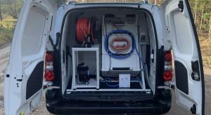 Operator testuje autorski system lokalizacji awarii linii kablowych