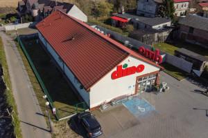 Polska sieć handlowa instaluje fotowoltaikę na dachach 800 sklepów