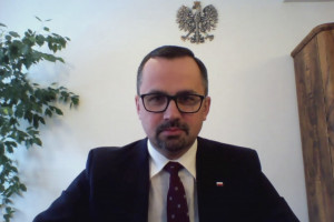 Pokiereszowany LOT ma pociągnąć polskie megalotnisko