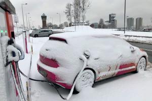 """Elektryczne auta nie """"padają"""" w zimie. Ale wymagają specjalnego traktowania"""