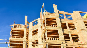 Drewniane prefabrykaty skrócą budowę domów jednorodzinnych