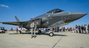 F-35 doleci z problemami?