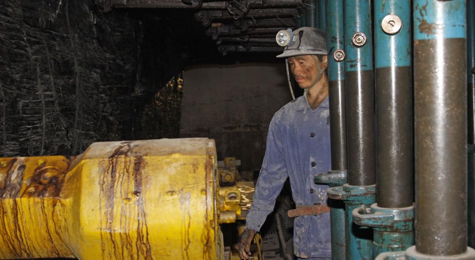 Chiński rząd nakazuje kopalniom zwiększyć wydobycie węgla o sto milionów ton