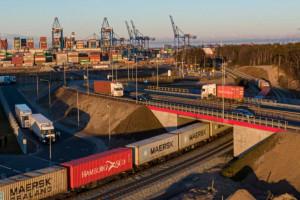 Hamburg i Rotterdam to giganci. Czy polskie porty mogą zacumować obok?