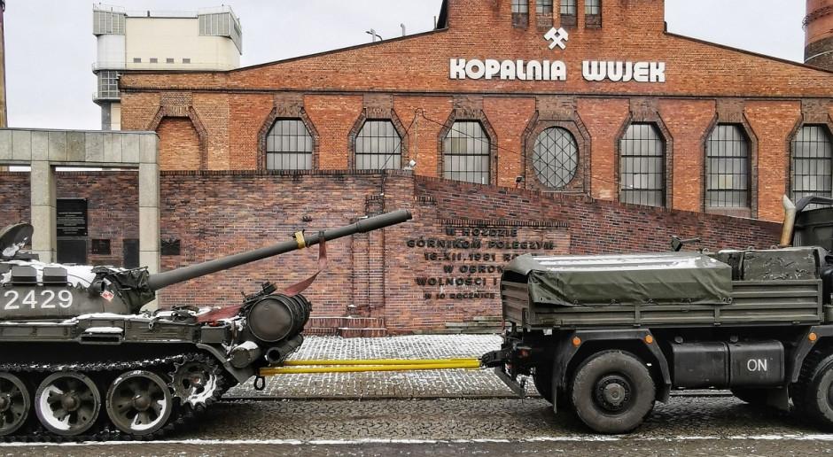 Transport czołgu T-55 do nowego muzeum kopalni Wujek
