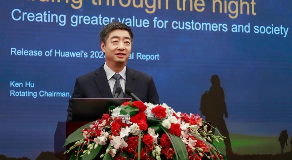 Huawei notuje niższe wzrosty i zmienia szefa
