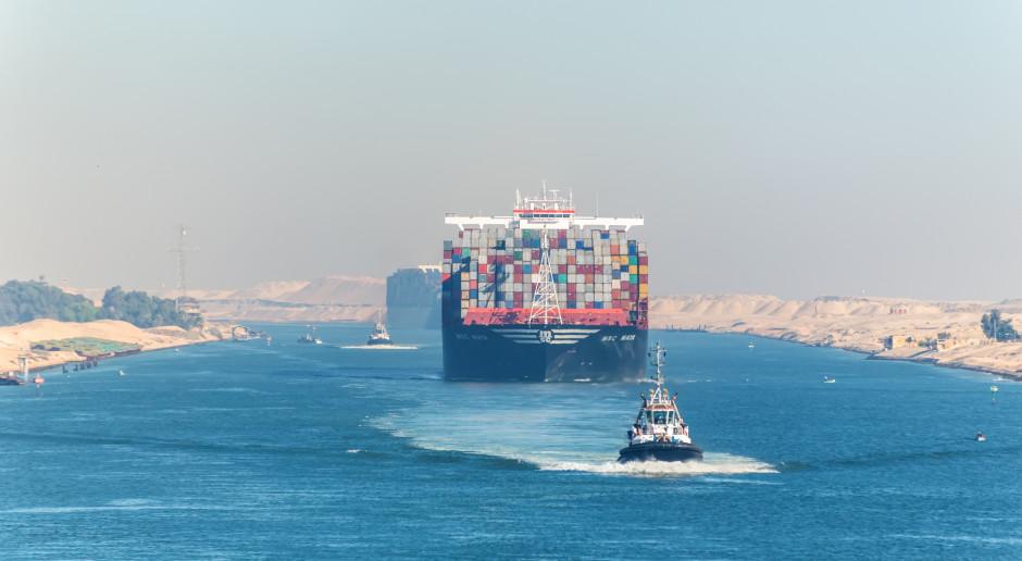 Egipt: Ruch na Kanale Sueskim rozładowany po odblokowaniu kontenerowca