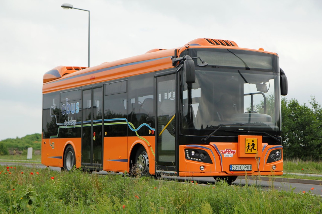 Autobus ARP e-Vehicles od innych podobnych pojazdów odróżniają baterie do szybkiego ładowania LTO, które zapewniają już 90 proc. pojemności po 15 minutach ładowania. fot. ARP BUS.
