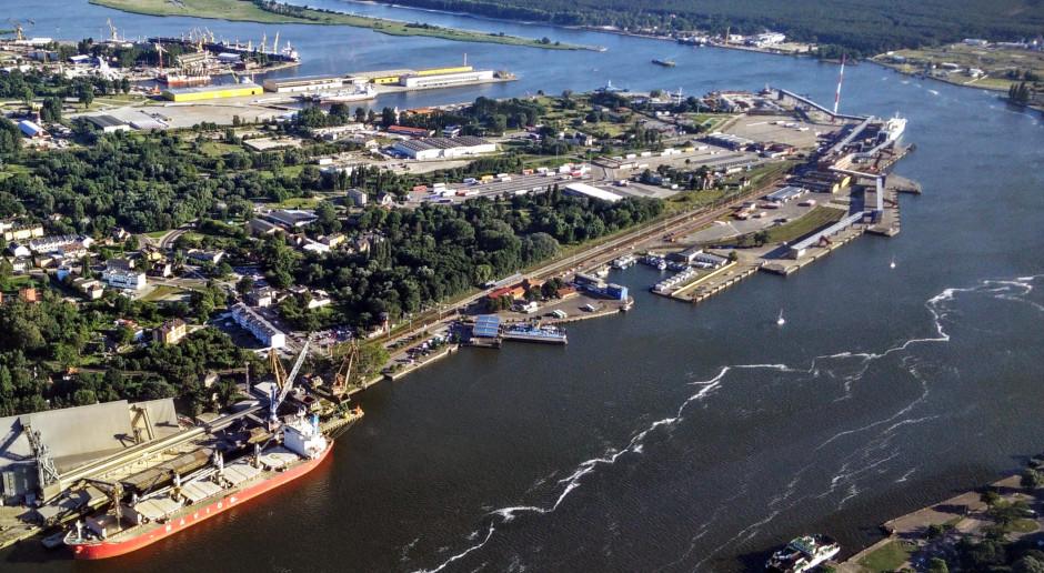 GUS: Spadły przeładunki w portach morskich